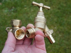 Garden Hose Fitting for Water Conservation